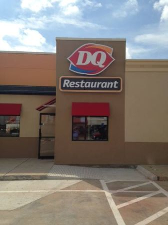 Dairy Queen pylon and awning