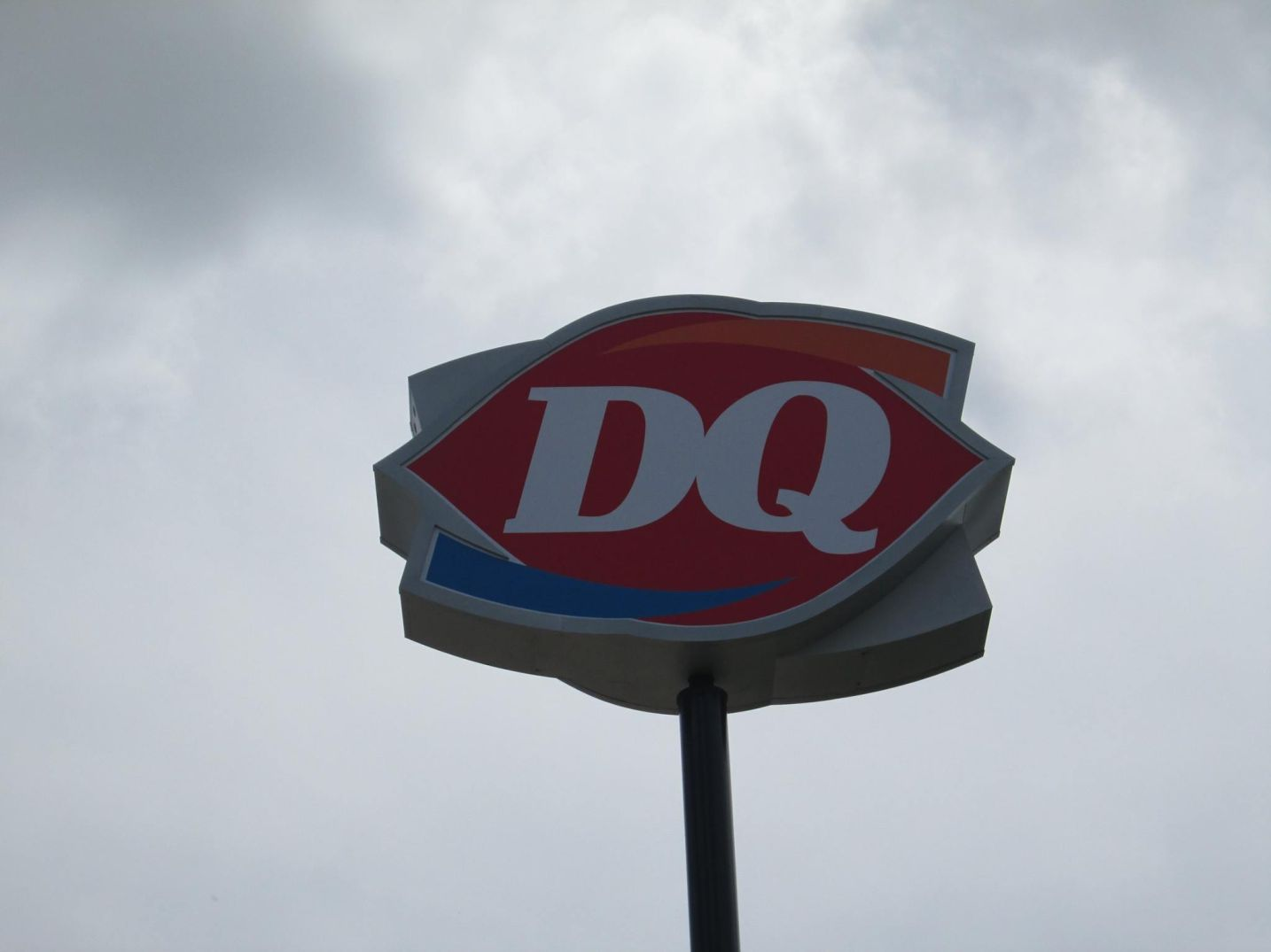 Dairy Queen pylon